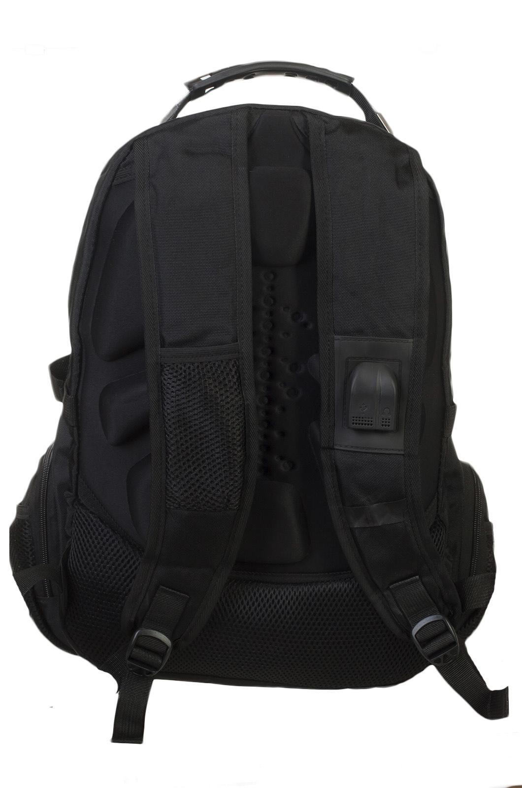 Стильный мужской рюкзак с нашивкой Адамова голова с мечами купить оптом