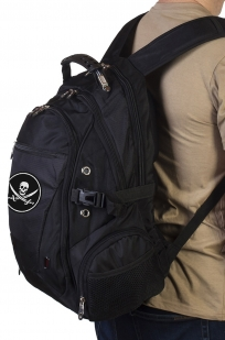 Стильный мужской рюкзак с нашивкой Адамова голова с мечами купить в розницу