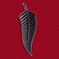 Стильный значок-оберег в виде ветки папоротника