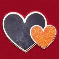 """Стильный значок """"Оранжевое и черное сердечки"""""""