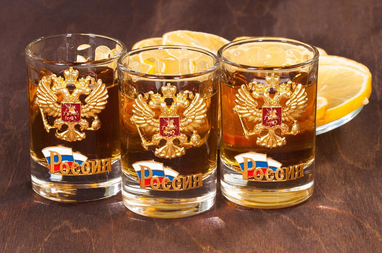 Водочные стопки с гербом России