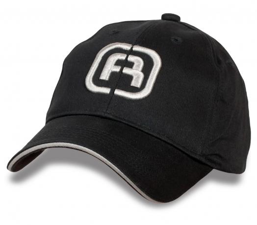 Строгая черная бейсболка с лого