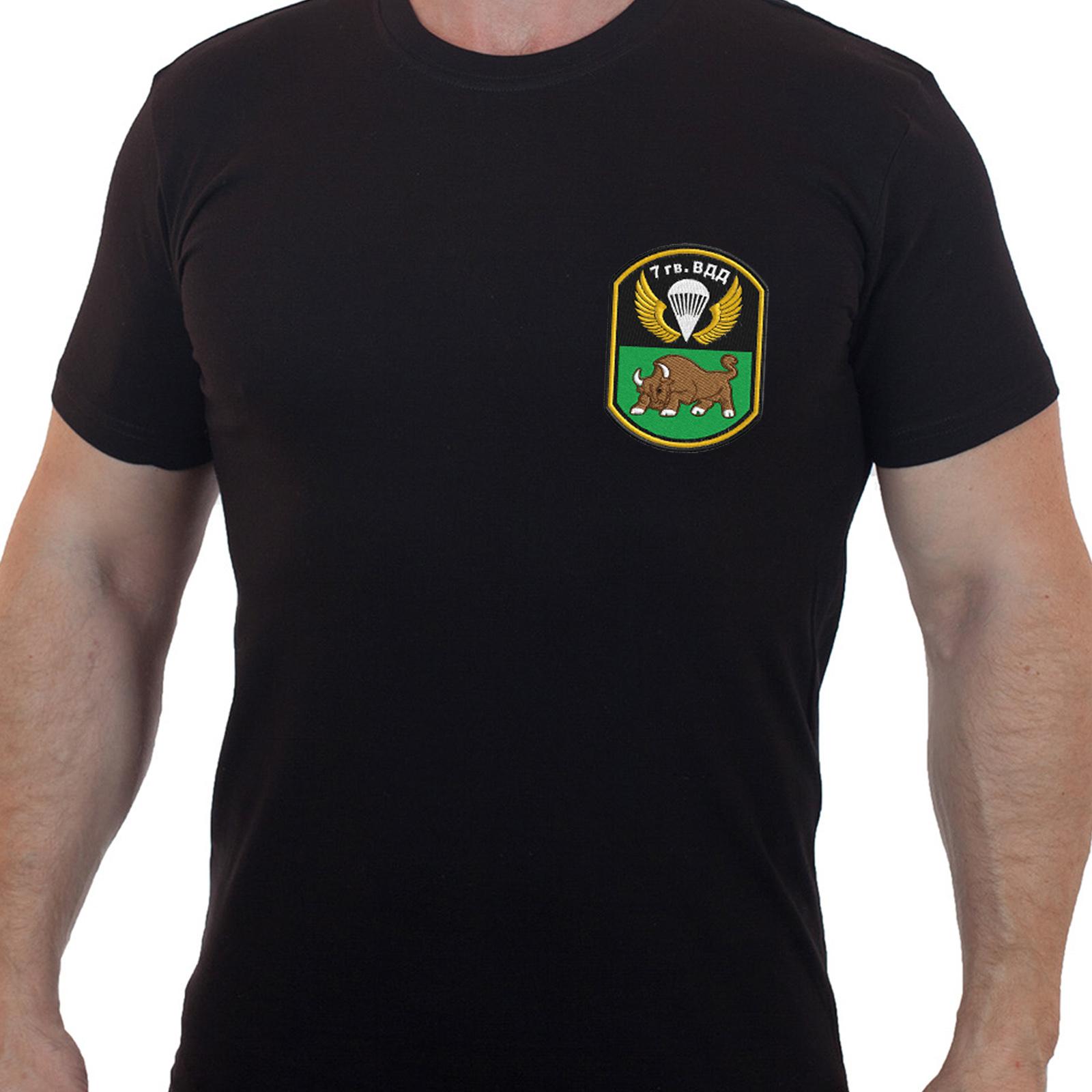 Строгая черная футболка с вышитой эмблемой 7гв. ВДД - купить оптом