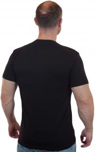 Строгая черная футболка с вышитым шевроном Бога Велес - купить онлайн