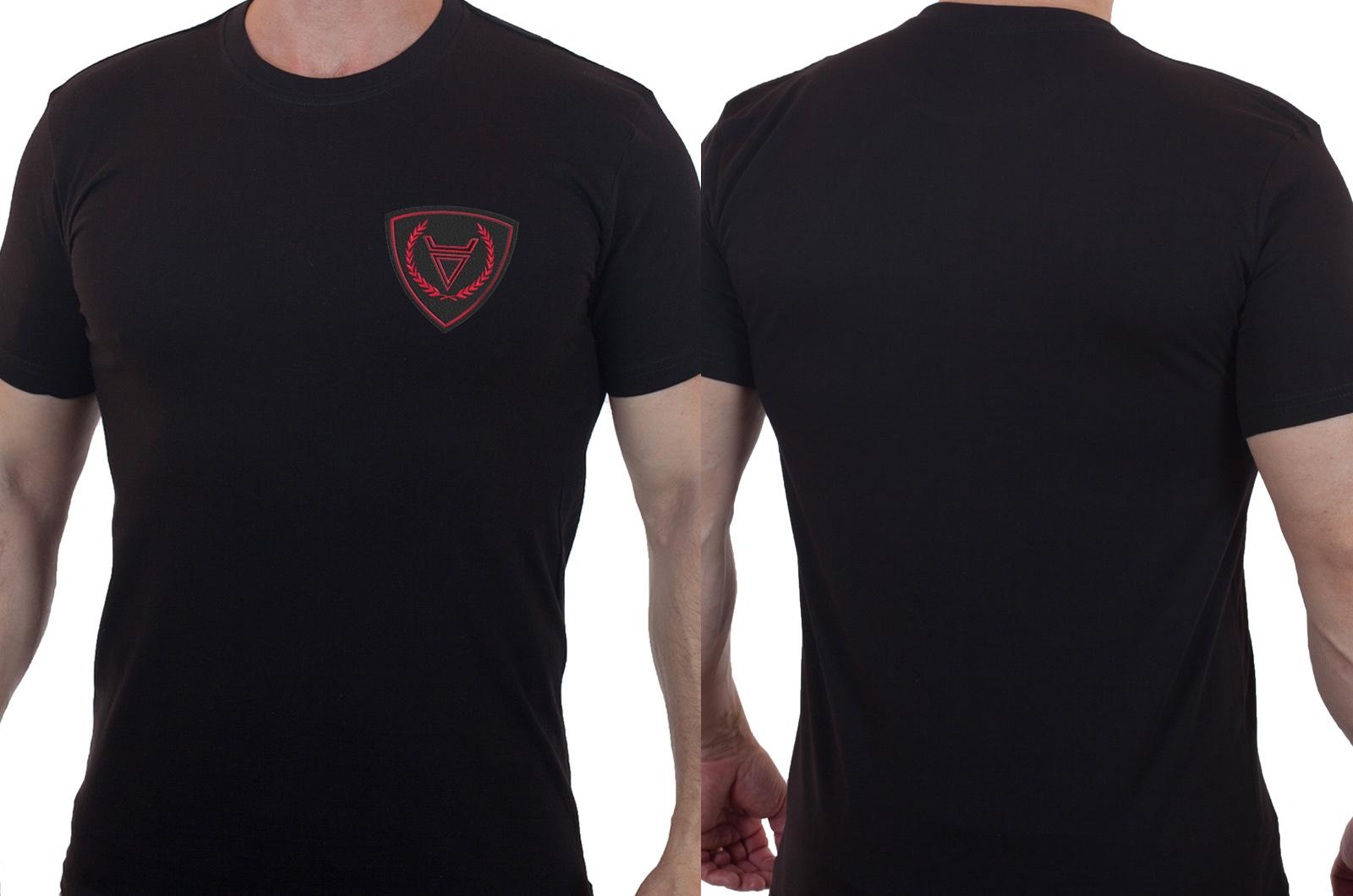Строгая черная футболка с вышитым шевроном Бога Велес - купить с доставкой