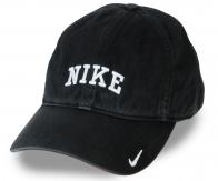 Однотонная кепка с выпуклым козырьком. Тренд сезона – винтажный эффект с лёгкими потёртостями. Тебе понравится носить стильные вещи!