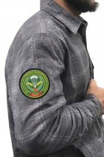Строгая мужская рубашка с вышитым шевроном ДШМГ - купить в подарок