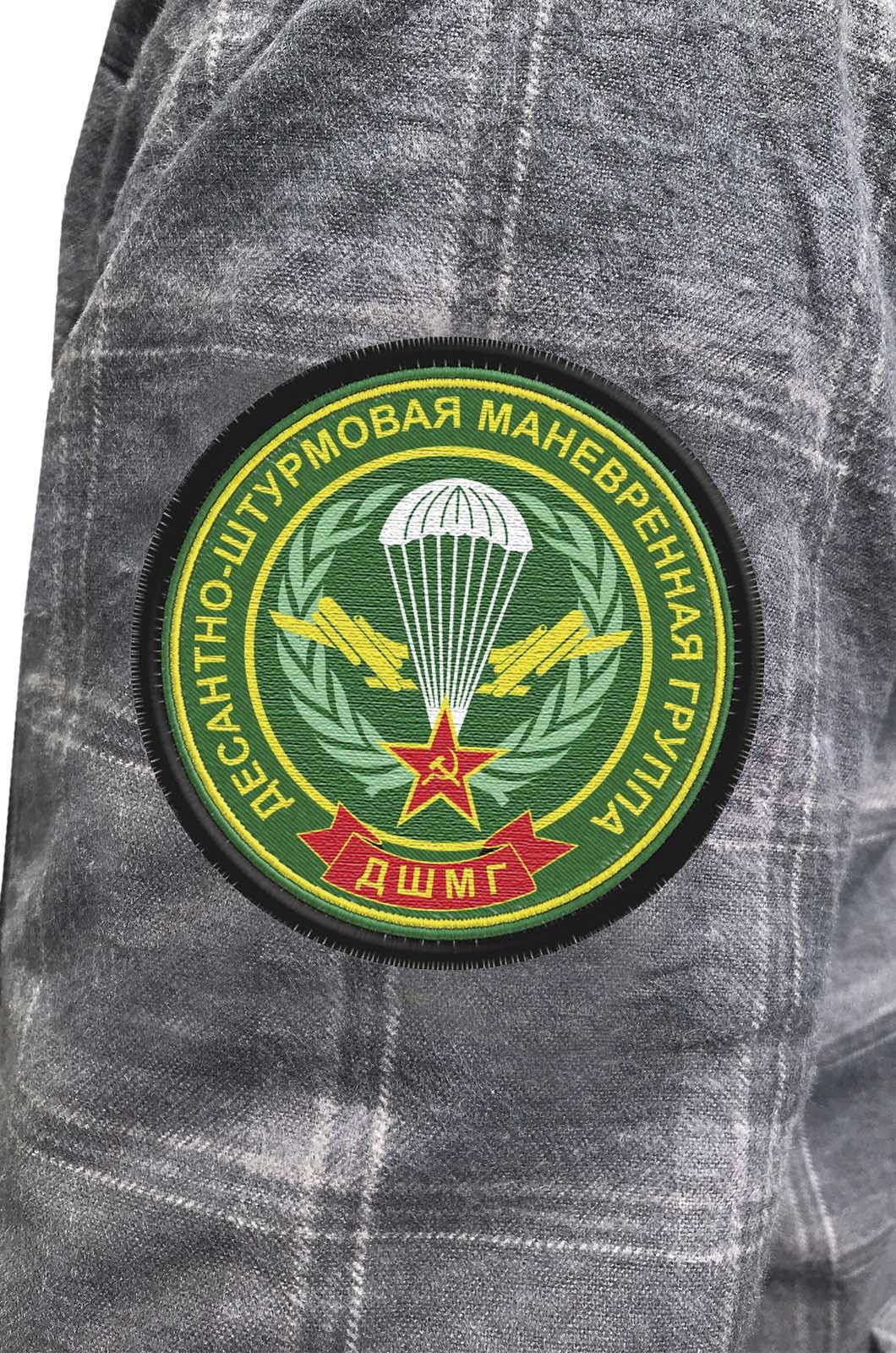 Строгая мужская рубашка с вышитым шевроном ДШМГ - купить выгодно