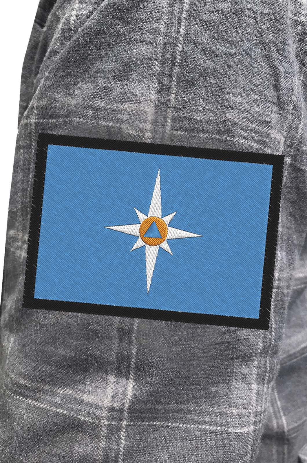 Строгая рубашка с вышитым шевроном МЧС России - купить оптом