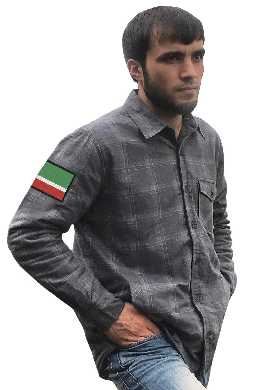 Строгая серая рубашка с вышитым флагом Чехии