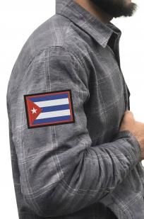 Строгая серая рубашка с вышитым флагом Кубы - купить в подарок