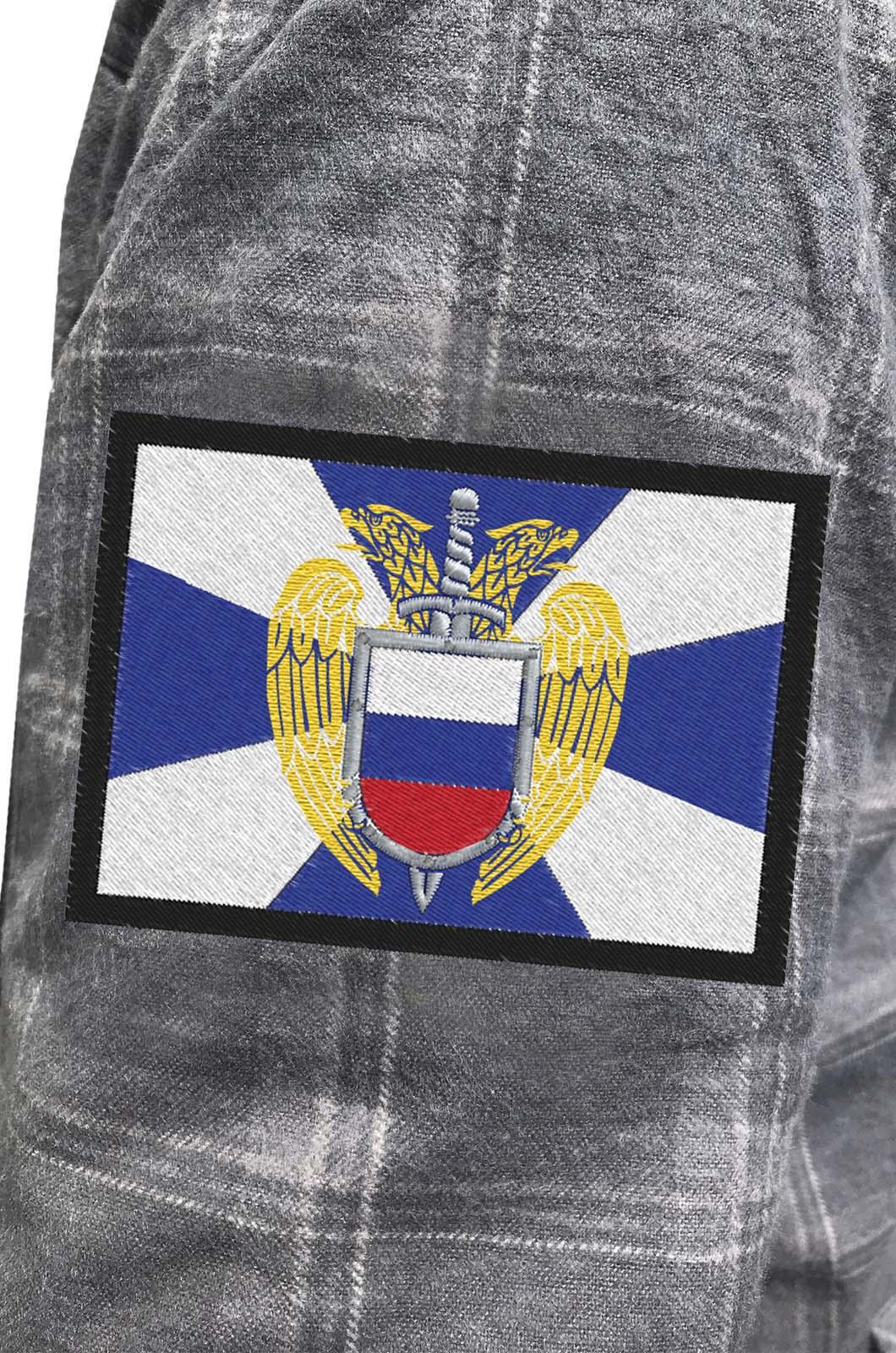 Строгая серая рубашка с вышитым шевроном ФСО - купить в подарок