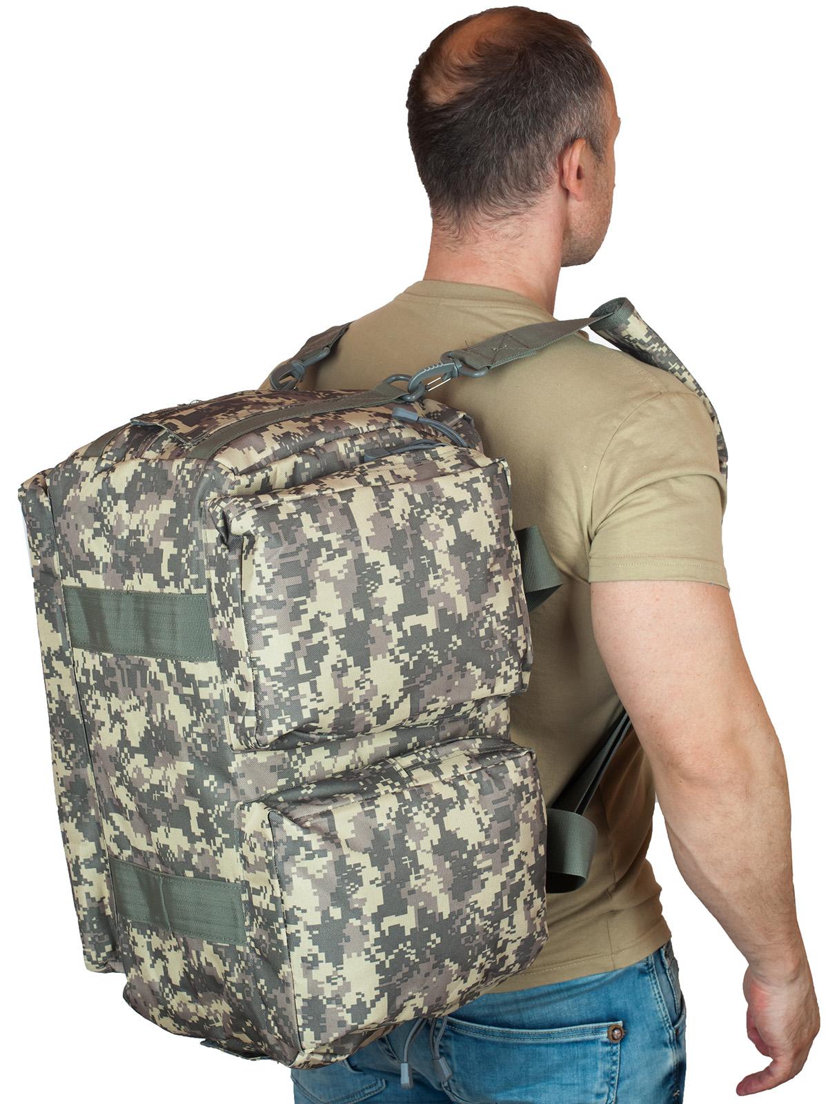 Заплечная транспортная сумка в пиксельном камуфляже