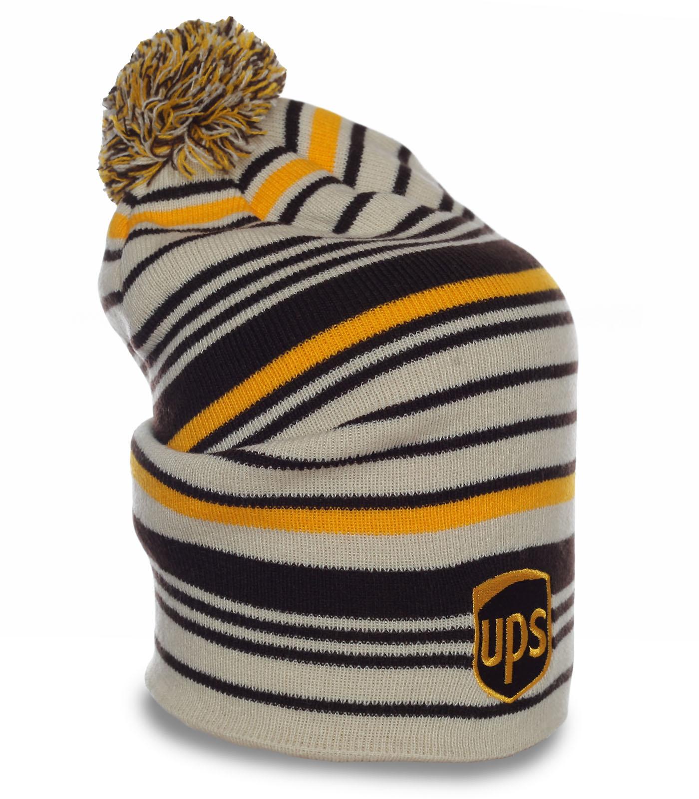 Супер-модная шапка в полоску Ups. Удлиненная модель с помпоном, которая надежно согреет в любую погоду