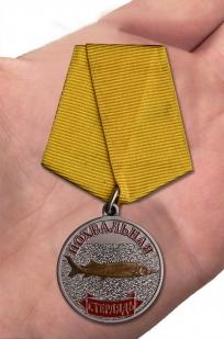 """Сувенирная медаль """"Стерлядь"""" - вид на руке"""