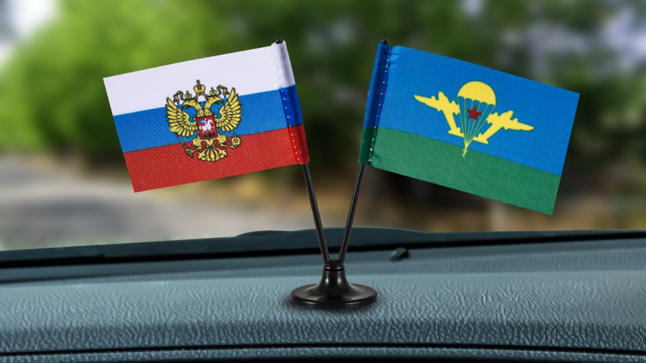 Заказать сувенирный двойной флажок России и ВДВ СССР