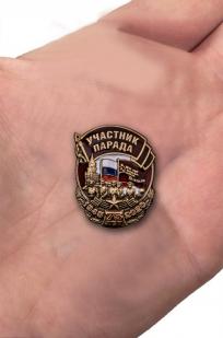 """Купить сувенирный значок """"Участник парада"""""""