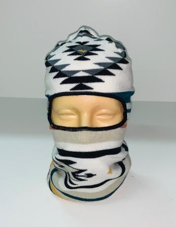 Светлая шапка-маска с орнаментом