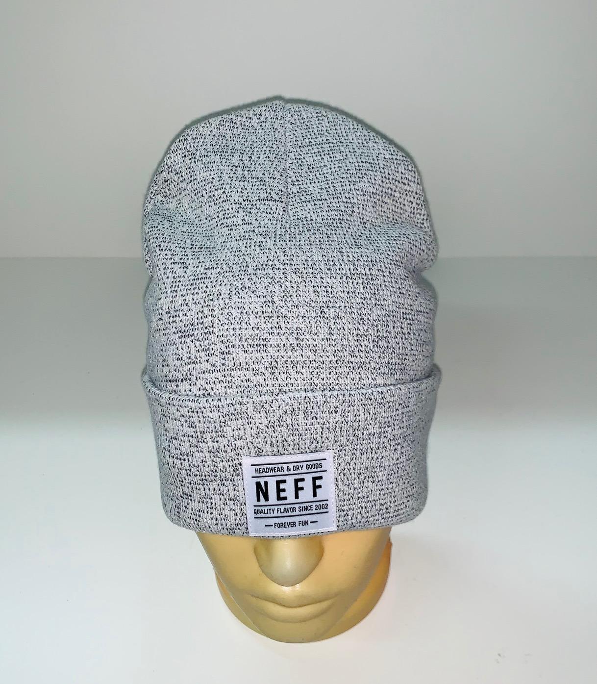 Светлая шапка модного кроя