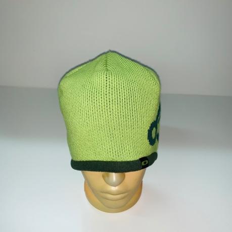 Светлая шапка с темным узором