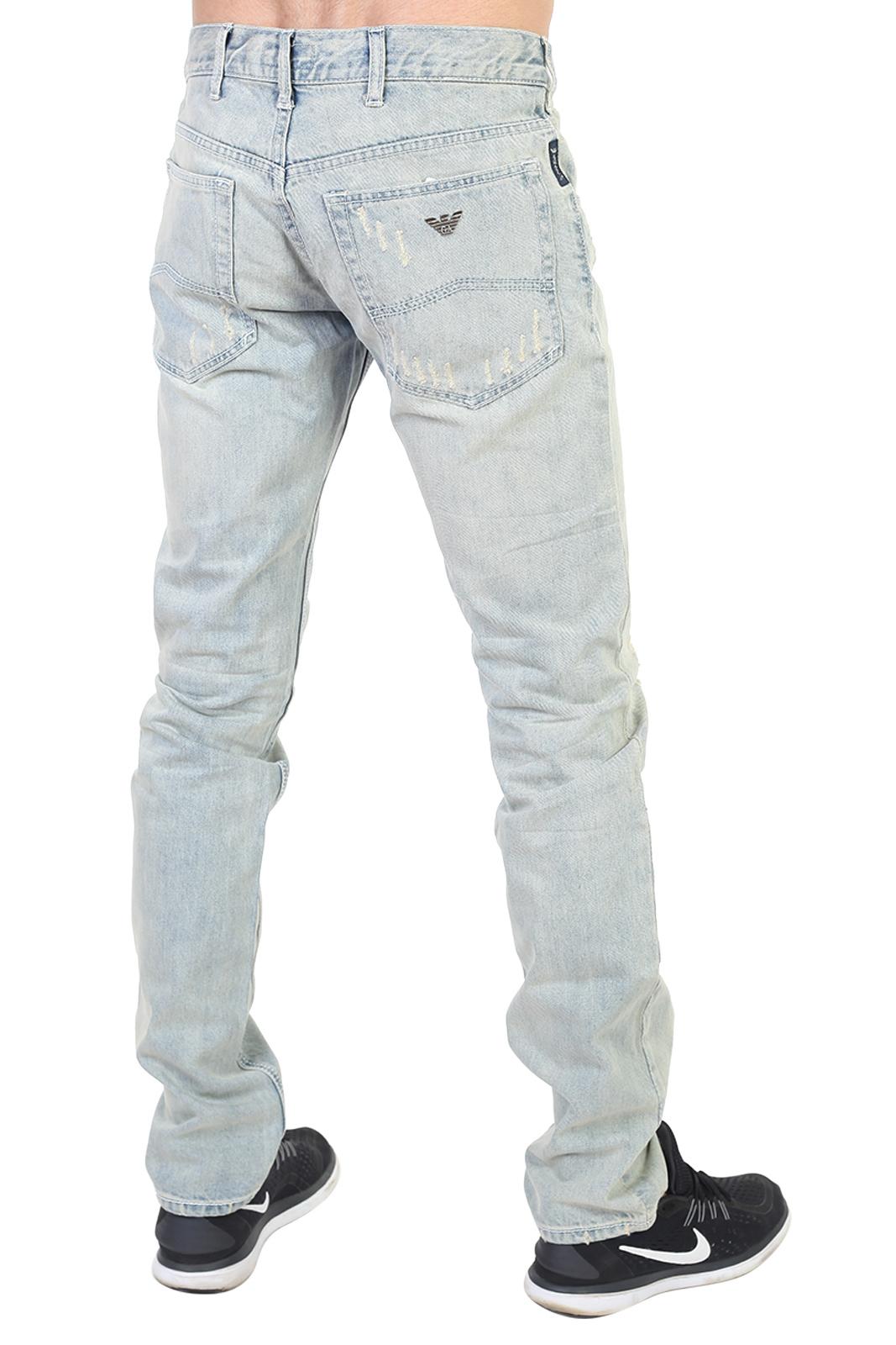 Светло-голубые мужские джинсы с потертостями
