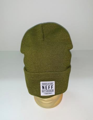 Светло-оливковая модная шапка