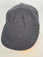Светло-серая кепка-немка с металлической накладкой
