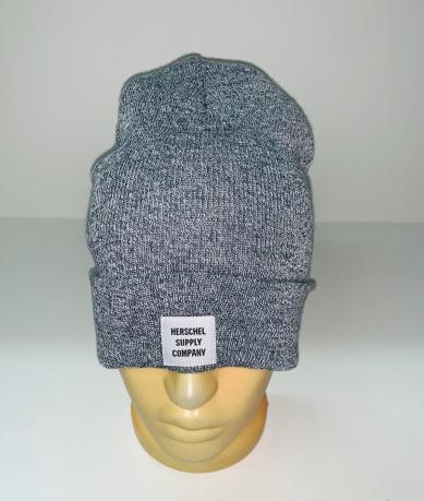 Светло-серая зачетная шапка