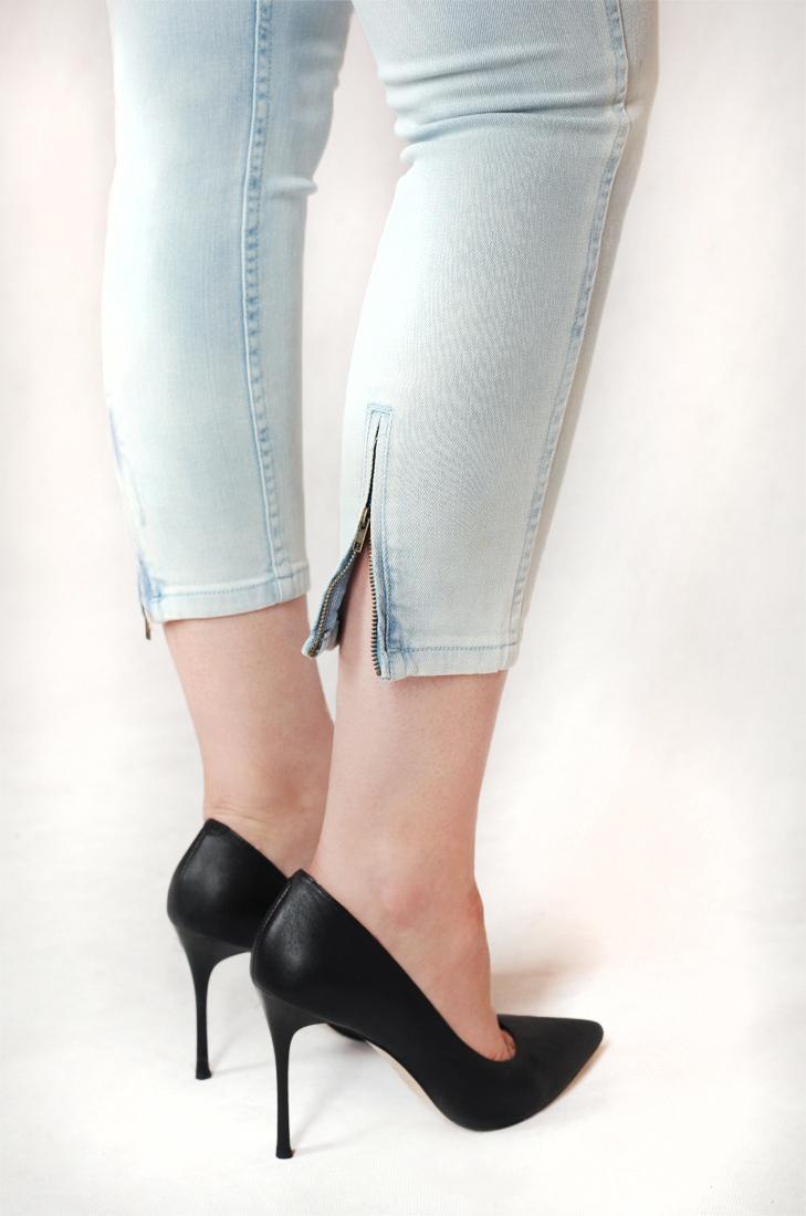 Светлые джинсы для самых элегантных девушек от бренда Rick Cardona®