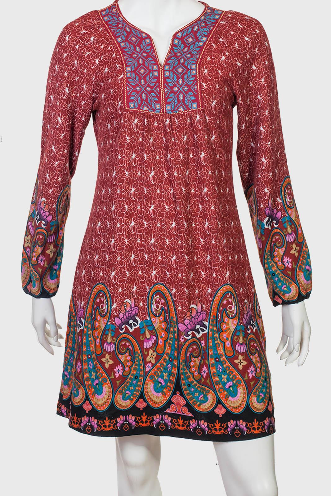 Свободное платье-туника в ностальгическом хиппи-стайл.