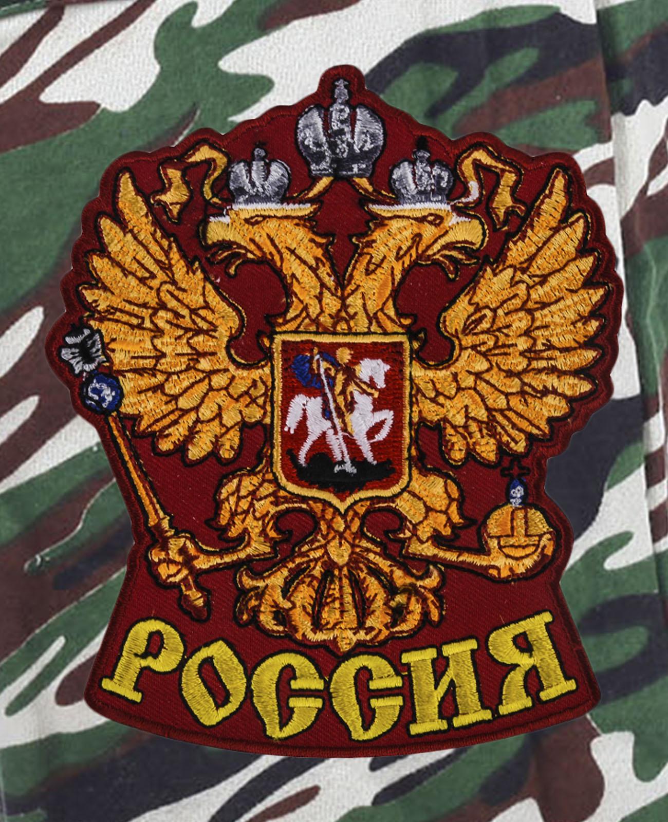 Свободные надежные шорты с карманами и нашивкой Россия