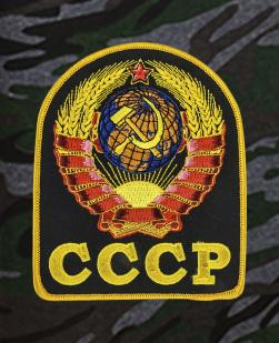 Свободные удлиненные шорты с нашивкой СССР