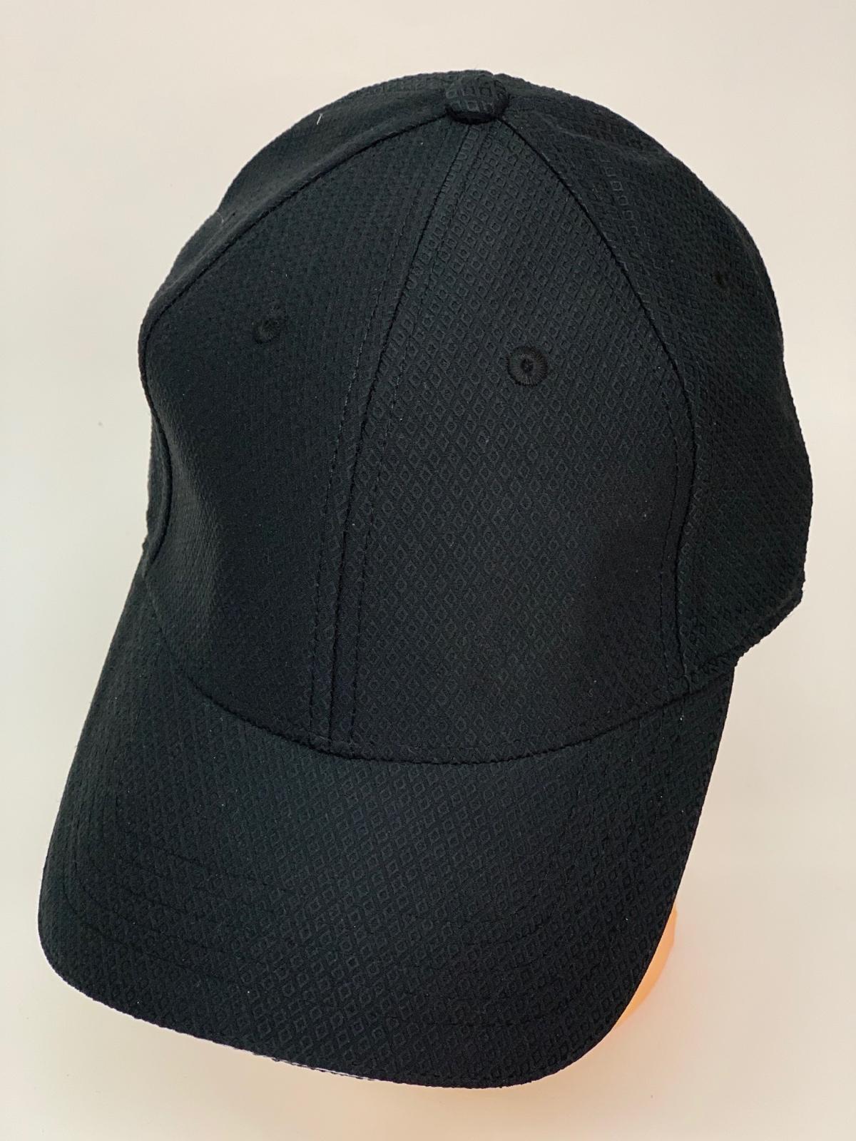 Текстурная бейсболка черного цвета