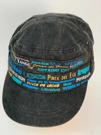 Темная кепка-немка с яркими надписями-принтами