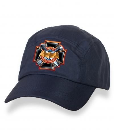 Темная лаконичная кепка-пятипанелька с термонаклейкой 100 лет Военной Разведке