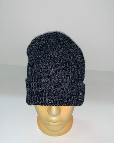 Темная лаконичная шапка