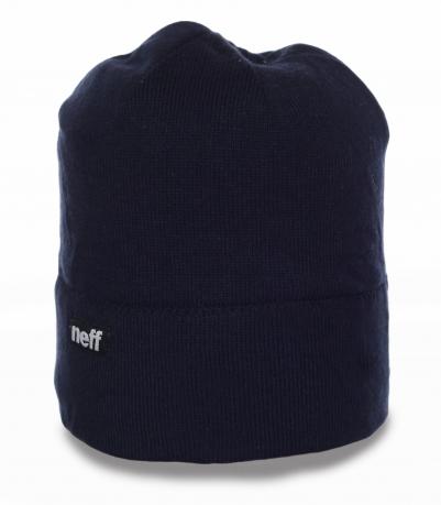 Темная мужская шапка Neff на каждый день. Лаконичная модель, актуальная всегда