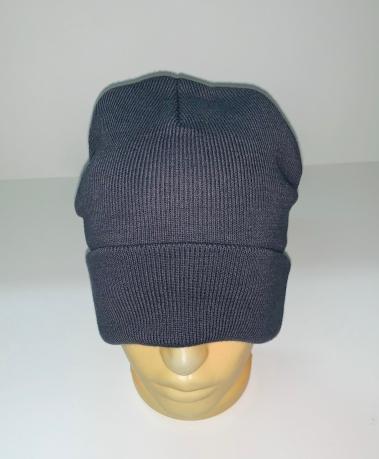 Темная шапка классического кроя