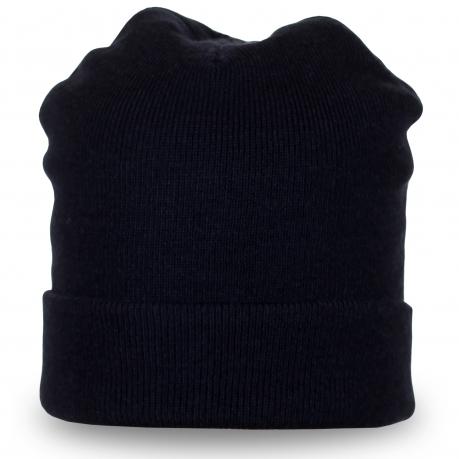 Темная шапка однотонного темного цвета