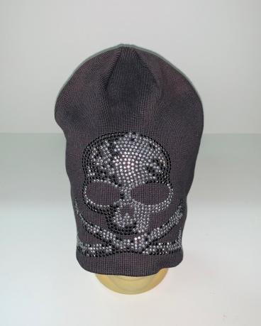 Темная шапка с черепом