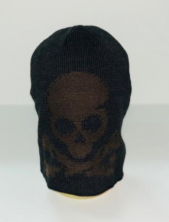 Темная шапка с коричневым черепом