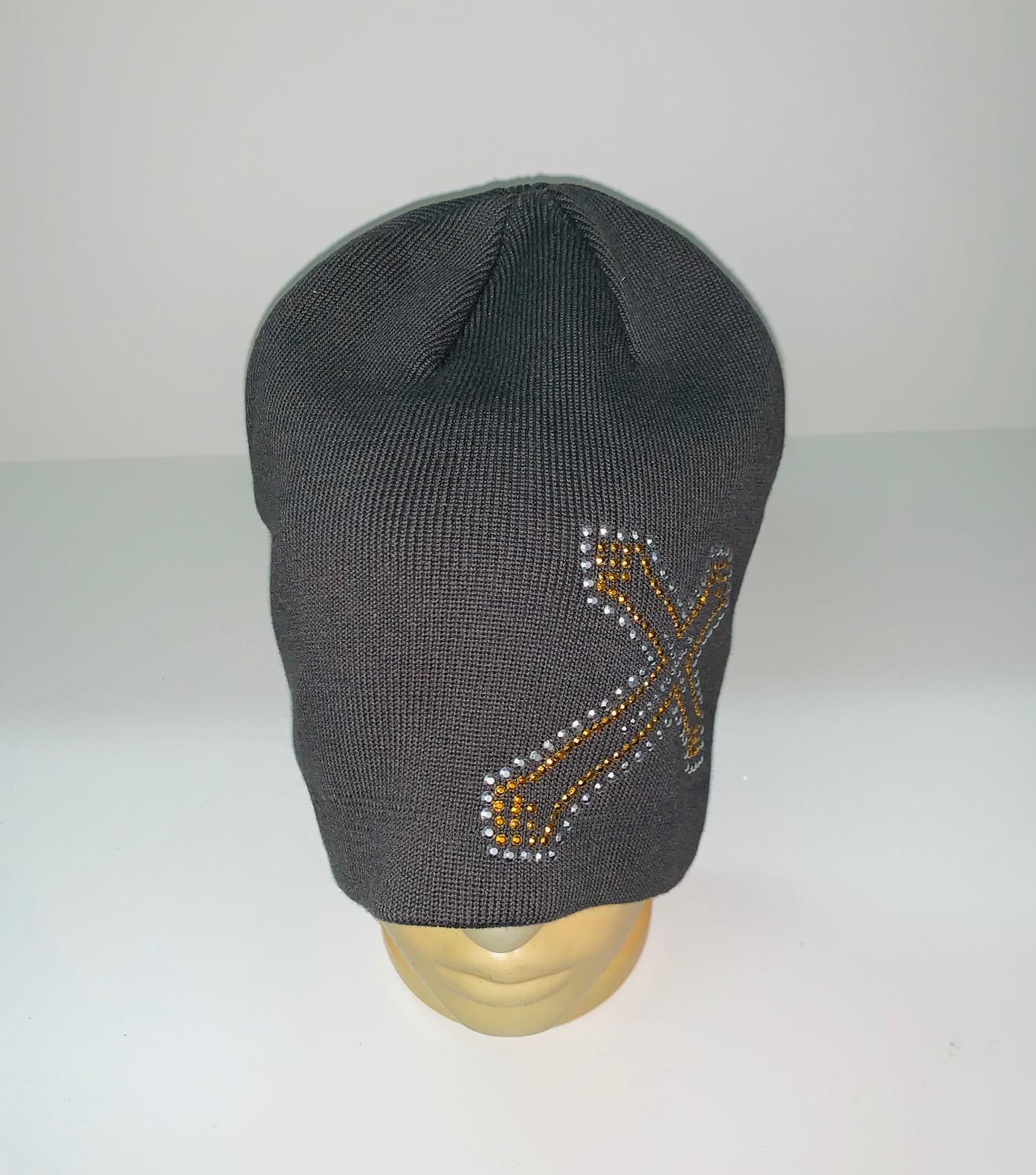 Темная шапка с пайетками