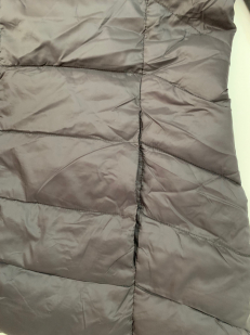 Темная женская куртка