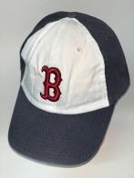 Темно-серая бейсболка с красной вышивкой на белой тулье