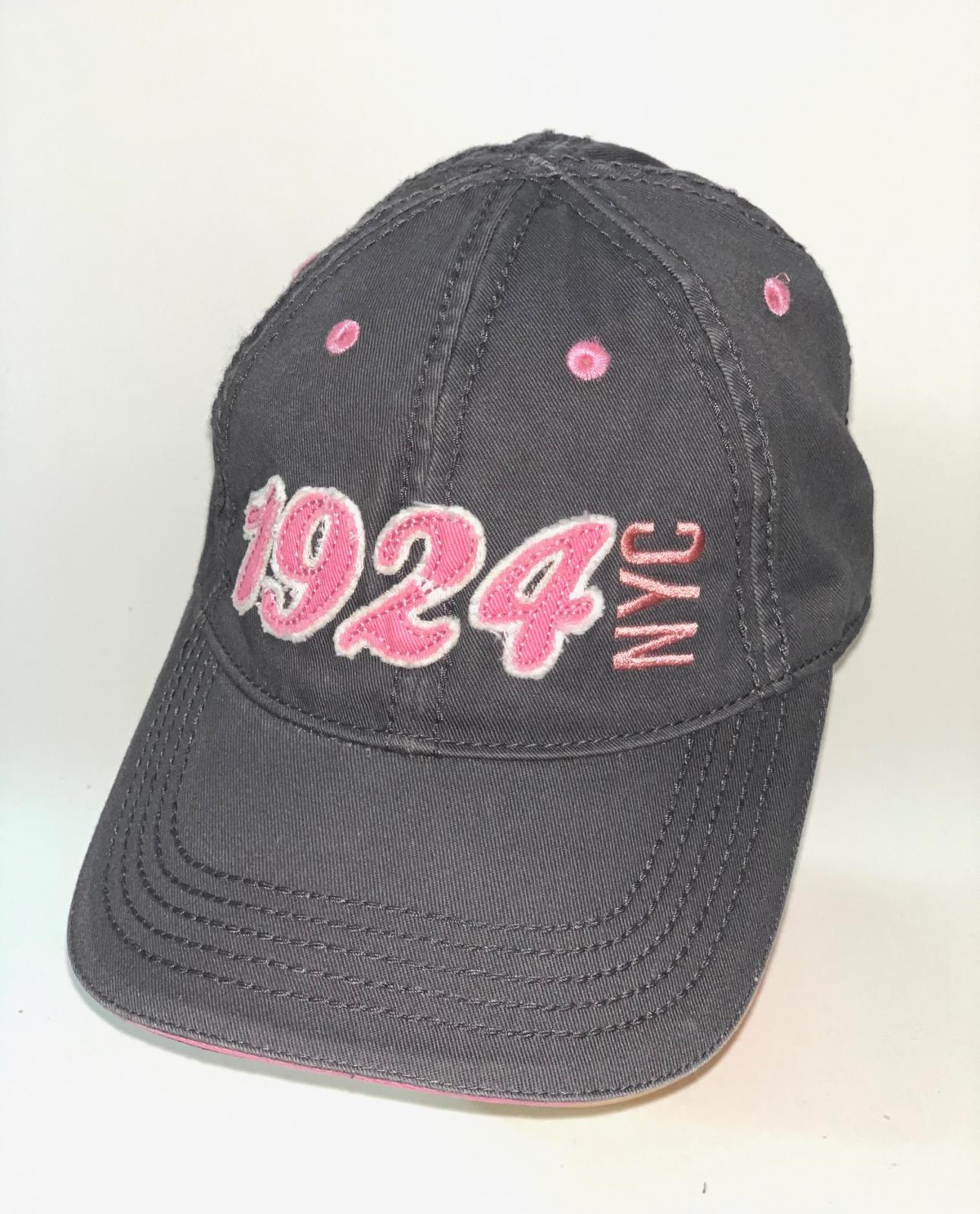 Темно-серая бейсболка с розовой вышивкой и люверсами