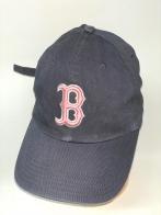 Темно-серая бейсболка с розовой вышивкой на тулье