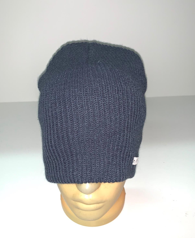Темно-серая модная шапка