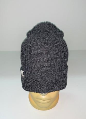 Темно-серая практичная шапка