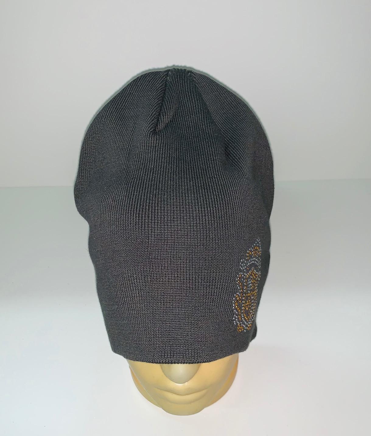 Темно-серая шапка с пайетками