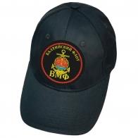 Тёмно-синяя кепка с нашивкой эмблемы Балтийского флота